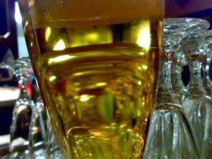 Bierglas und Sektgläser