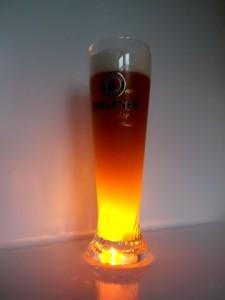 Bierglas Paulaner mit Licht