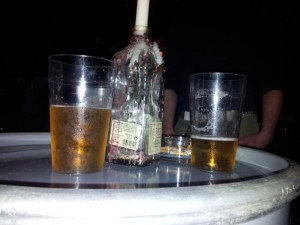 Bier im Becher, fester Kunststoffbecher